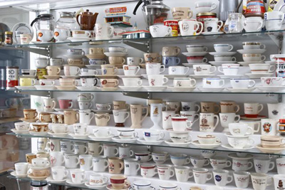 Restaurantware Collecting Coffee Cups