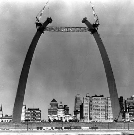 Image of Gateway Arch construction
