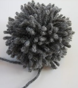Basic yarn pom pom (prudentbaby.com)